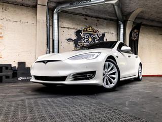 Tesla Model S - Pearl white carwrap