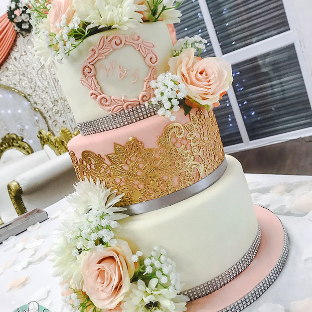 Peach & Gold Wedding Cake.