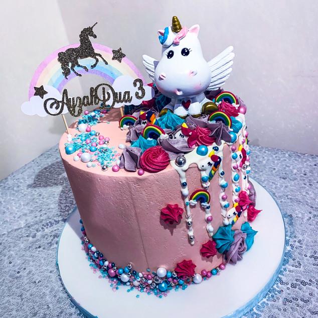 Unicorn Drip Cake.