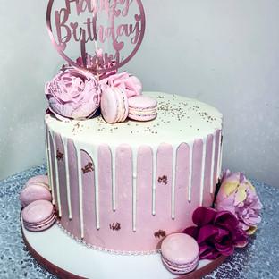 Macaron Drip Cake.