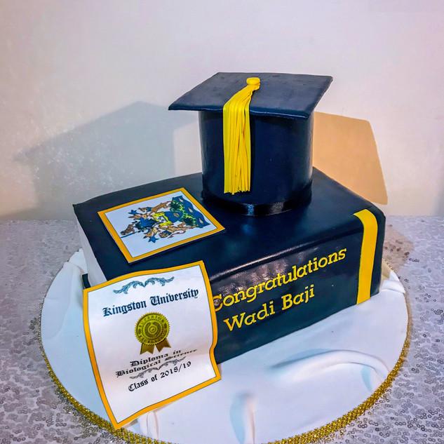 Gratuation Book Cake.
