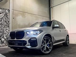Nieuwe BMW X5 wordt gewrapped in Satin Light Grey