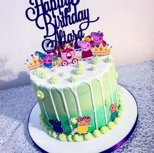 Peppa Pig Drip Cake.