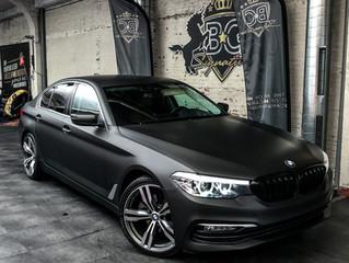 BMW 5 serie wrap in MAT ZWART Metallic