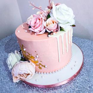Pastel drip cake.