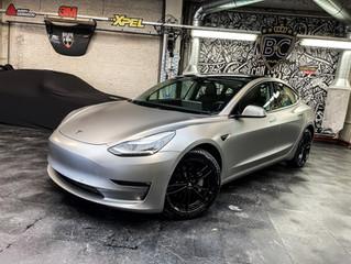 Hoe maak ik mijn Tesla uniek?