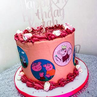 Peppa Pig Budget Cake.