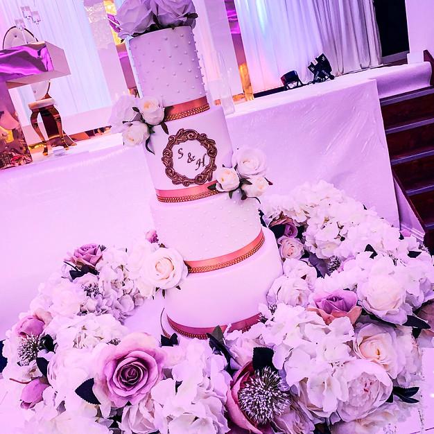 White & Gold Wedding Cake.