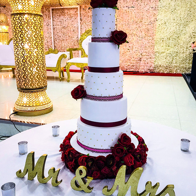 Mr & Mrs Wedding Cake.