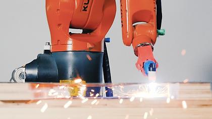 robot kuka doing plasma cutting