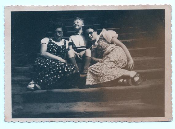 Theater-Na-de-Dam-Joodse-Bruidjes-570x419.png