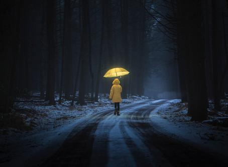 Eindvoorstelling TVA Meisje in gele regenjas