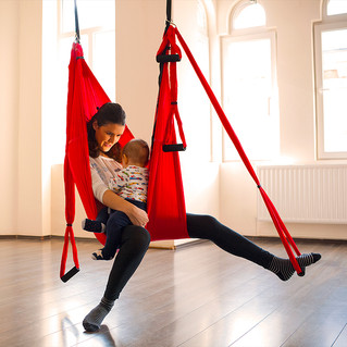 De ce Yoga Swing, noul concept de hamac, este ideal pentru proaspetele mamici
