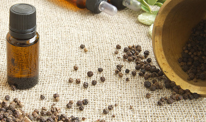 Black Pepper Essential Oil, Warm and Spicy , Complex and Exotic