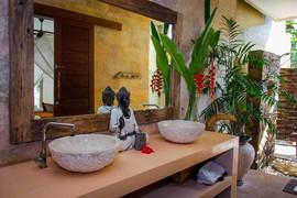 Rahasia Master Suite Bathroom