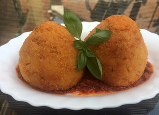 Arancini Siciliani (Rice balls with bolognese sauce)