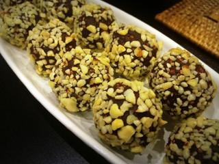 Nutty Choco Truffles with Quinoa Puffs