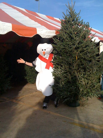 Dallas tree lot snowman.jpg