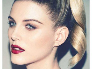 That's why the lady is a vamp 🎶                 6 PRETTY MAKEUP TIPS FOR BLONDES