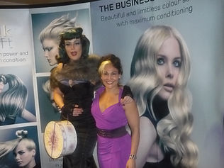 mobile hairdreser,makeup artist Damasceno