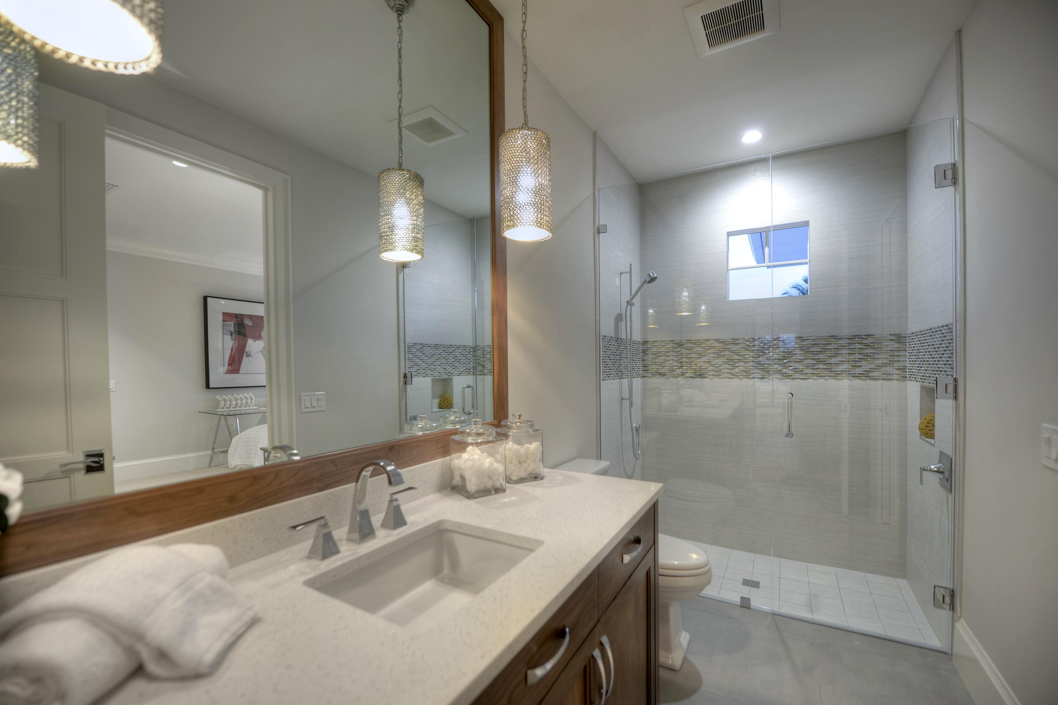 024_En Suite Bath