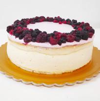 עוגת גבינה אפויה ופירות יער
