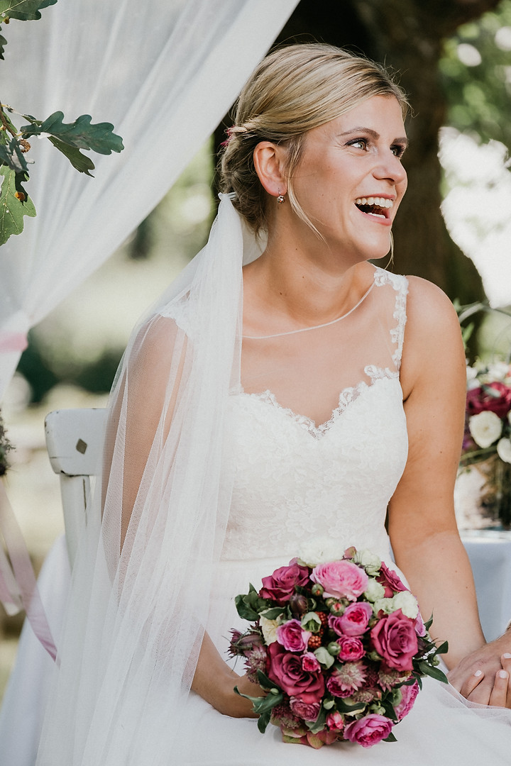 Laughing bride -SoulMade Fotodesign