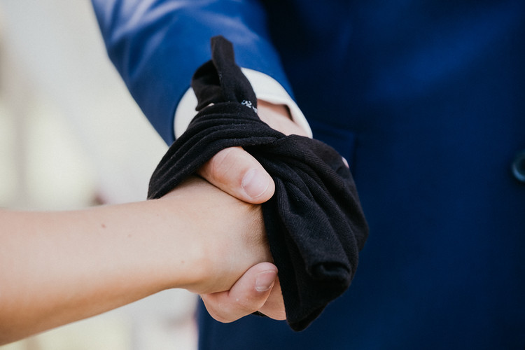 Hand Fasting - a little different -SoulMade Fotodesign