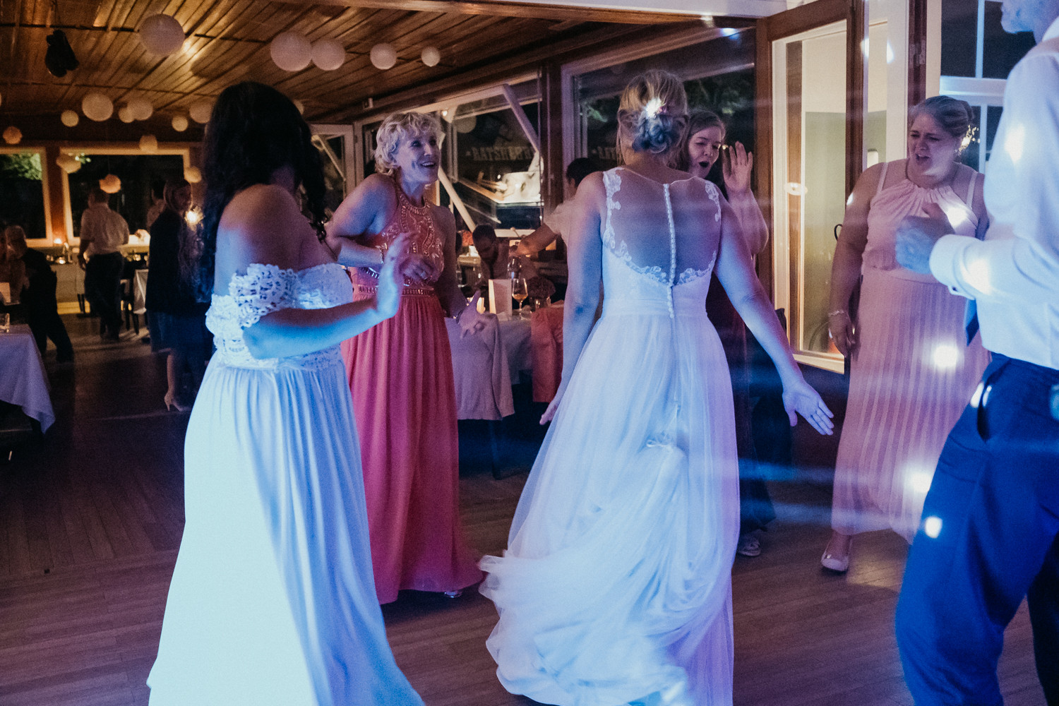 Bride on the dancefloor - v
