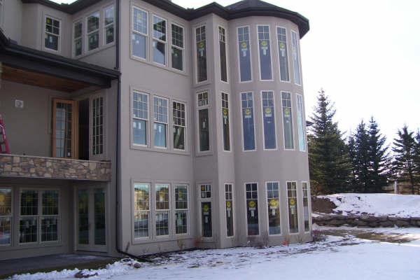 Steven Ames Residence in Calgary