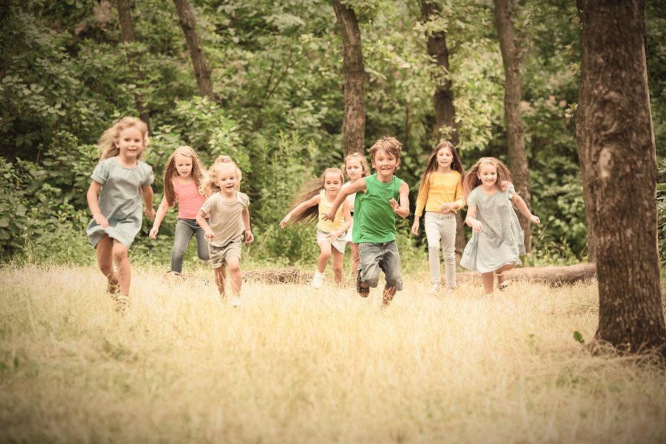 kids-children-running-on-green-meadow_ed