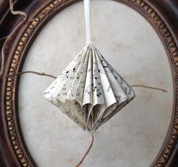 Ruffled_Jewel_Paper_Ornament