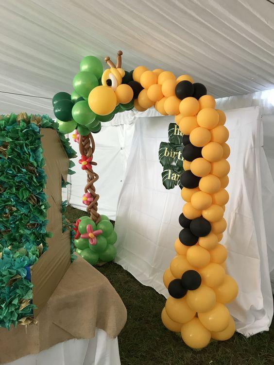 Giraffe balloon arch