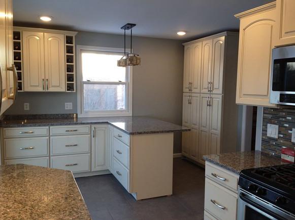 Kitchen 4V.jpg