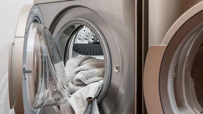 Enfermera muestra cuánta suciedad queda en las toallas 'limpias' tras sacarlas del lavarropa