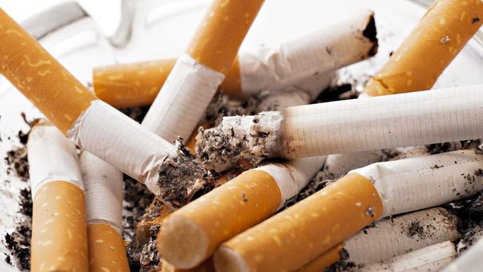 Adolescentes lanzan un reto viral para combatir la contaminación por colillas de cigarrillo