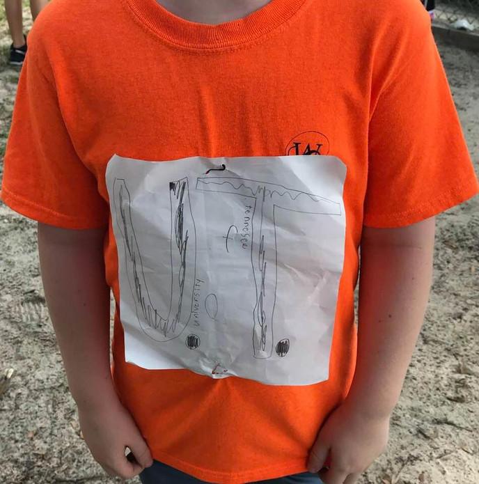 Acosan a niño por dibujarse la camiseta de su equipo a mano y su diseño termina siendo oficial