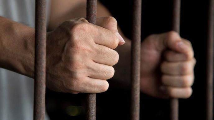 Condenan a joven por ayudar a una mujer durante un asalto en el que murió un ladrón