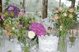 Tischdekoration in Vasen