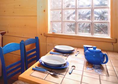 Stół w niebieskim