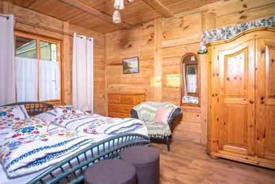 Sypialnia w apartamencie w Andrzejówce