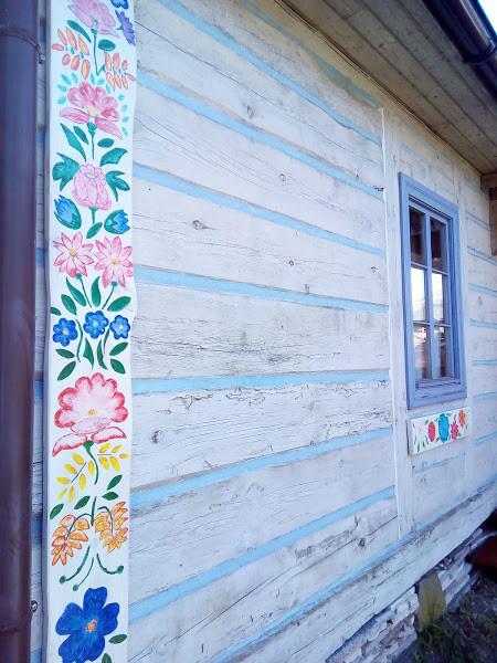 Rudnik - zachowana tradycyjna kolrystyka ścian
