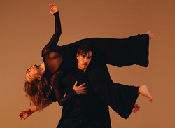 On the Matter of Flowers: A live dance show for performing arts without concessions
