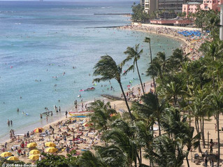 Crowded Waikiki in December
