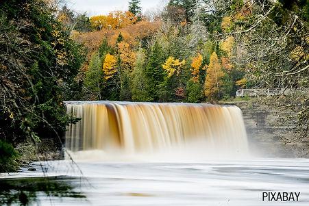 tahquamenon-falls-3584790_1280.jpg