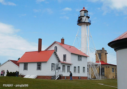 whitefish-bay-lighthouse-1952859_1280.jp