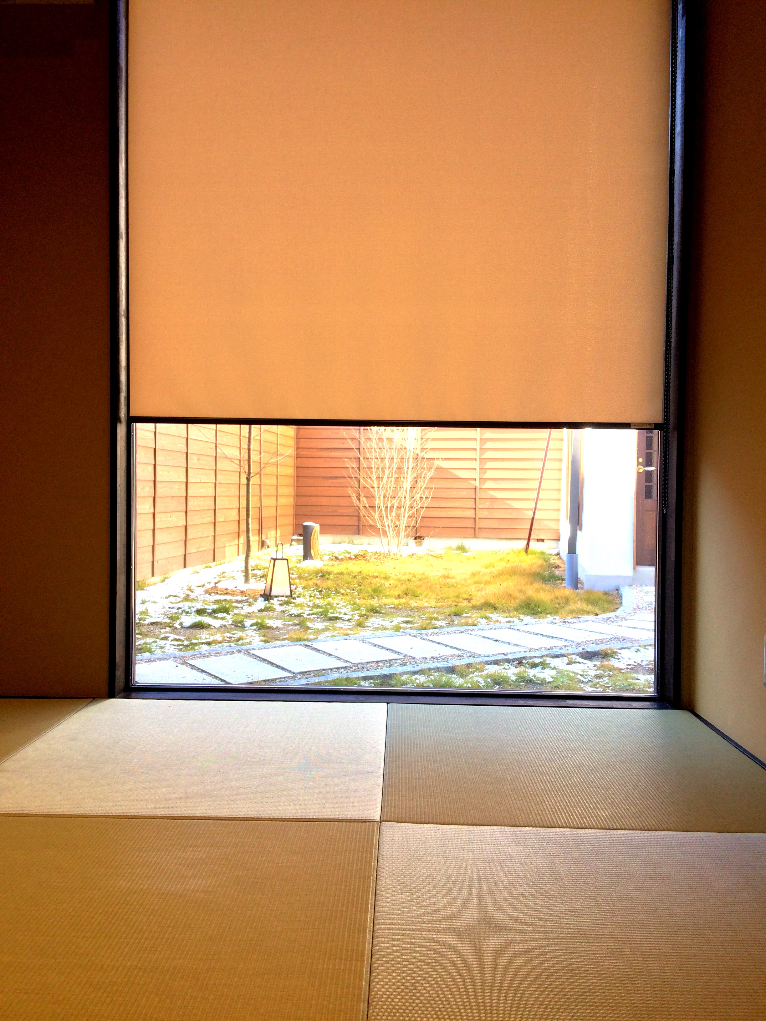 【夏】 寝室から中庭