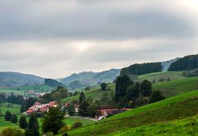 Weitsicht über die schöne Landschaft des Ostertals