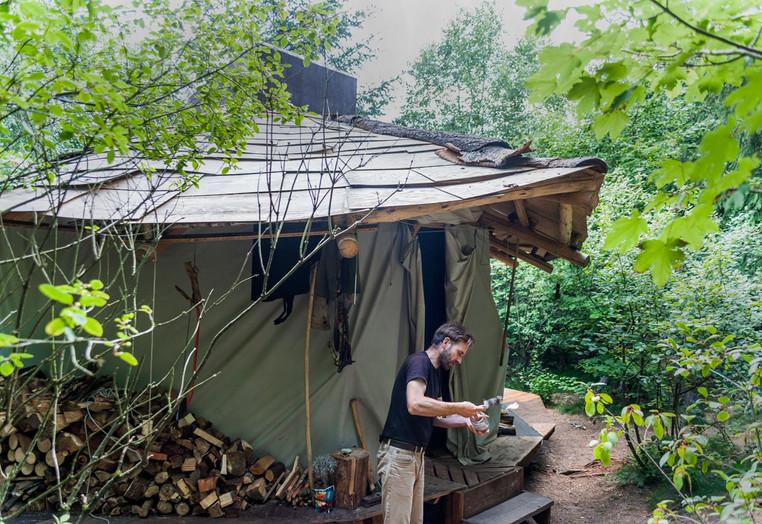 Marc Freukes reinigt mit selbstgewonnener Pottasche