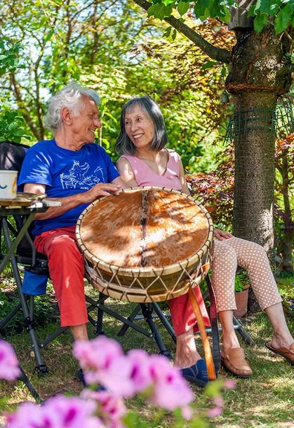 Mani Neumeier mit seiner Frau Etsuko